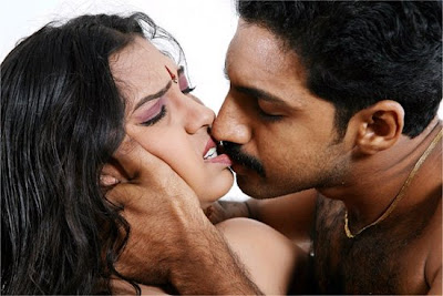 http://3.bp.blogspot.com/_C-DBl3oS8Yo/SKFSP9PsieI/AAAAAAAAMMY/1n7FNMqV0Ss/s400/spicy+tamil+actress+rakhi+sex+scenes+love+making+scenes+in+Kadhal-Oosai-Stills.jpg