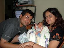 सारा अपनी ममा और पापा के साथ - अपने जन्म के समय