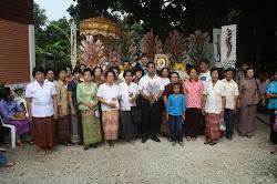 Spenden an die Moenche in Form von Geldbaeumchen (ca. 200.000 Baht = 5.000 Euro)