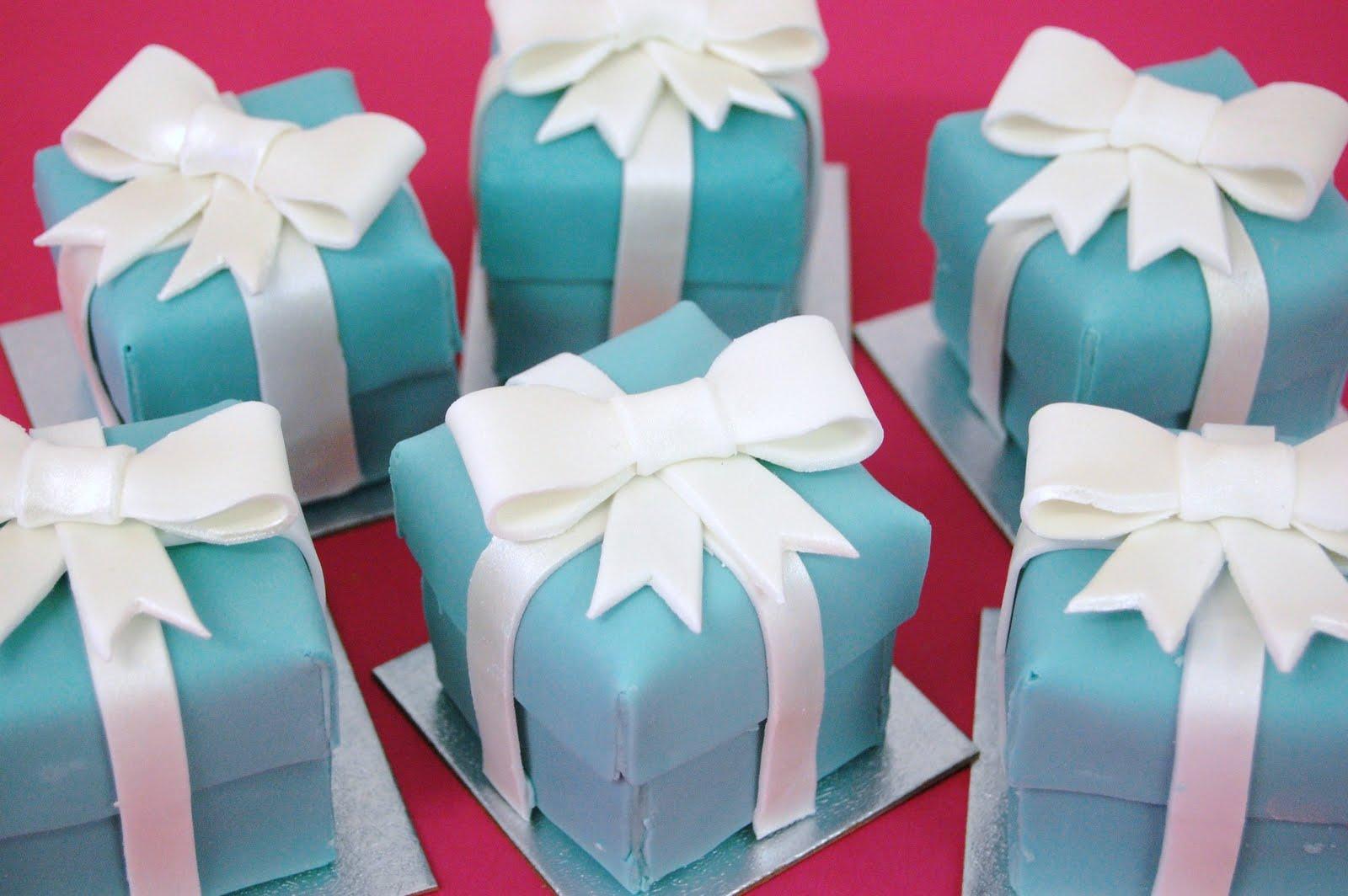 http://3.bp.blogspot.com/_CCASIydMBDQ/TK87Wx8e2cI/AAAAAAAAAtk/eYJomLAI2XY/s1600/Tiffany%2BBox%2BCakes2.jpg