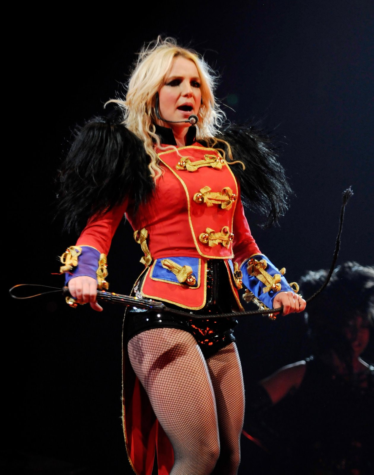 [66878_babayaga_Britney_Spears_The_Circus_Starring_Britney_Spears_Performance_03-03-2009_016_123_105lo.jpg]