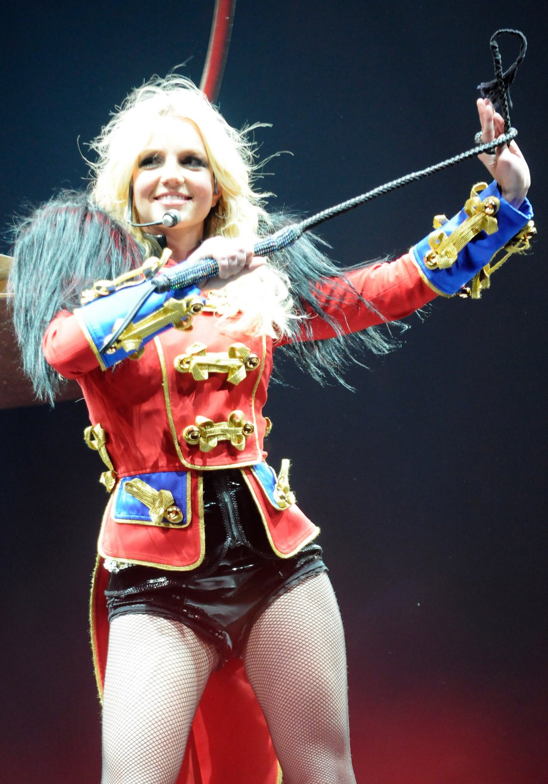 [70543_babayaga_Britney_Spears_The_Circus_Starring_Britney_Spears_Performance_03-03-2009_027_123_559lo.jpg]