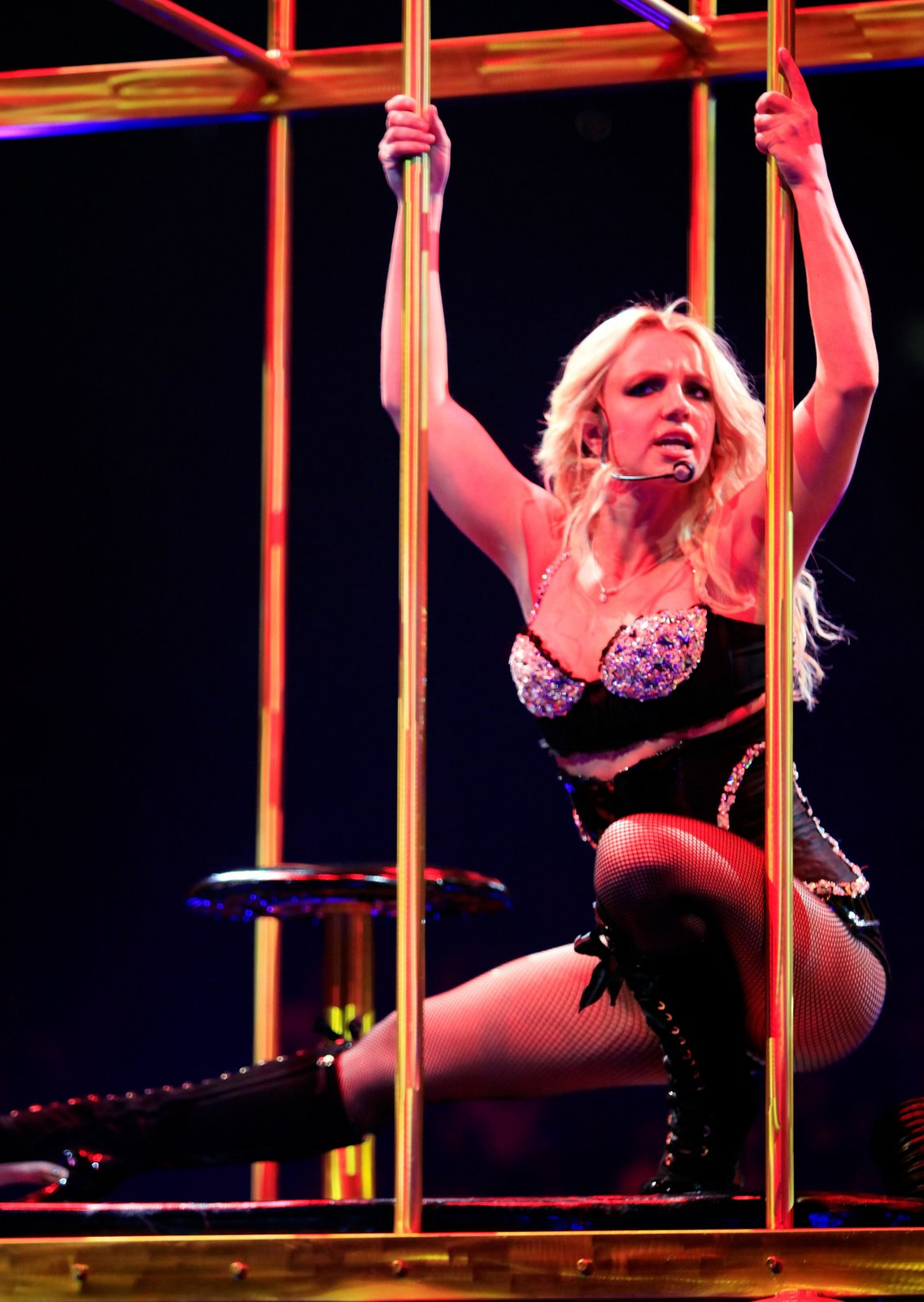[66819_babayaga_Britney_Spears_The_Circus_Starring_Britney_Spears_Performance_03-03-2009_001_123_105lo.jpg]