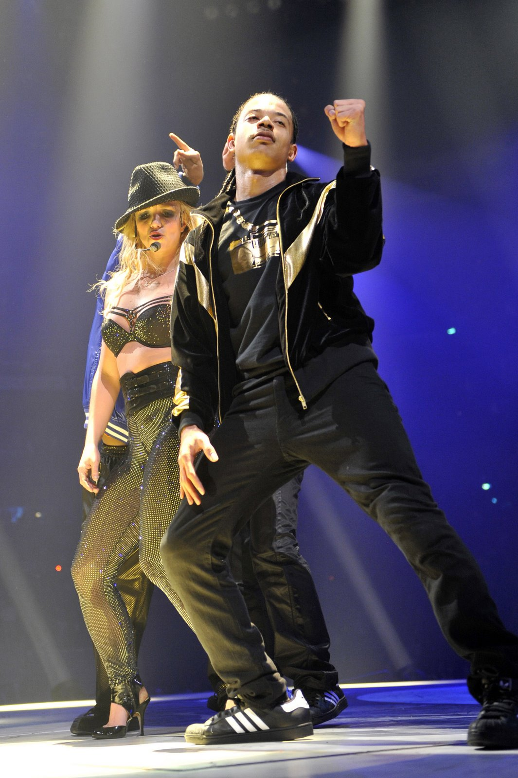 [85427_babayaga_Britney_Spears_The_Circus_Starring_Britney_Spears_Performance_03-03-2009_099_123_738lo.jpg]