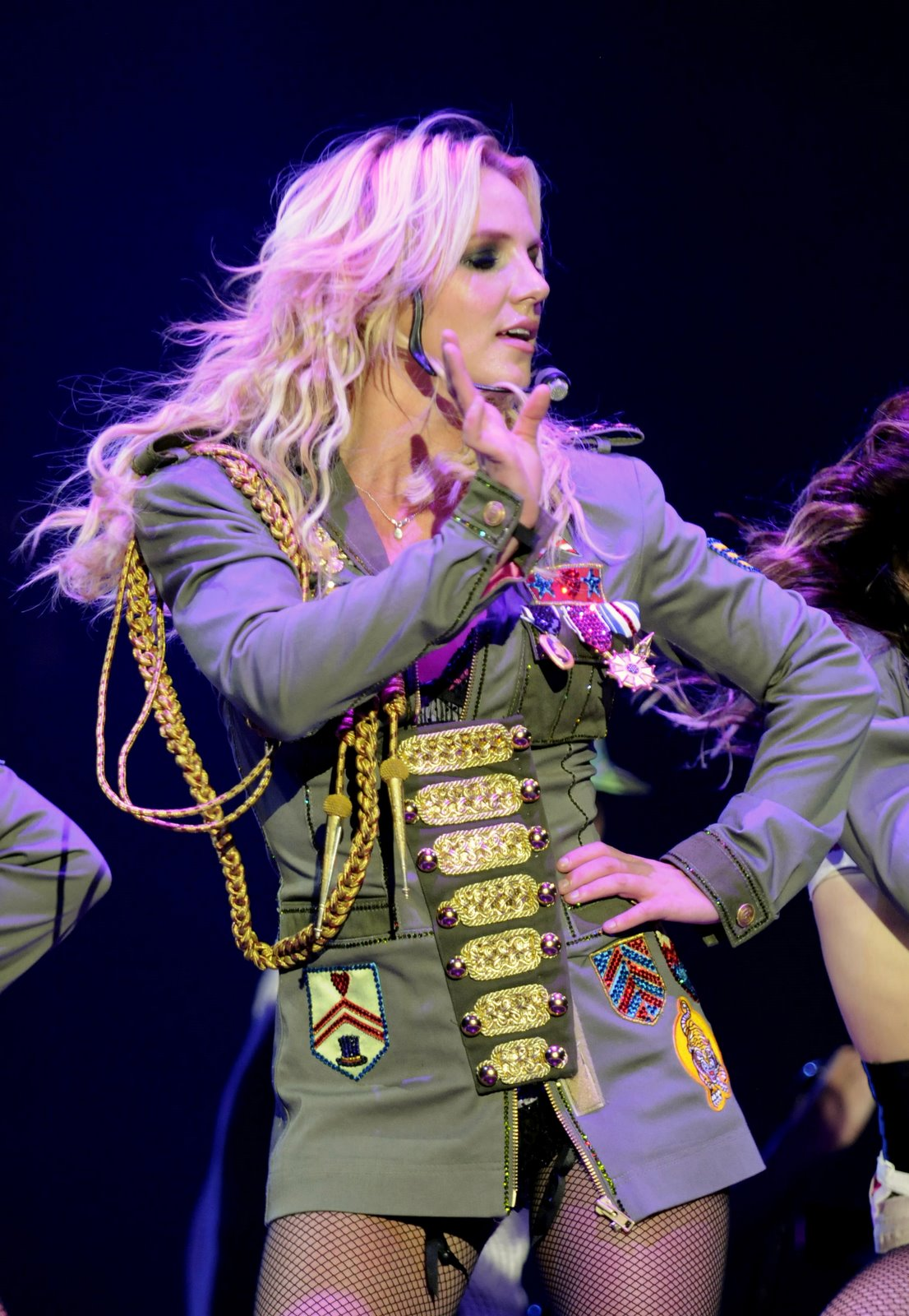 [85663_babayaga_Britney_Spears_The_Circus_Starring_Britney_Spears_Performance_03-03-2009_046_123_880lo.jpg]