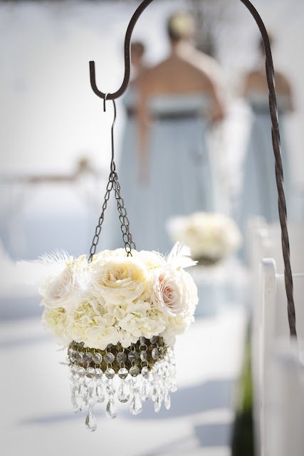 Chandelier-ceremony-flowers