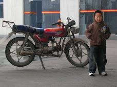 El niño y la moto