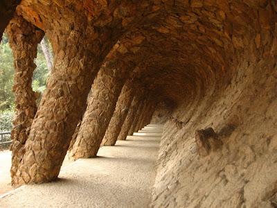 Güell park - Sloping columns
