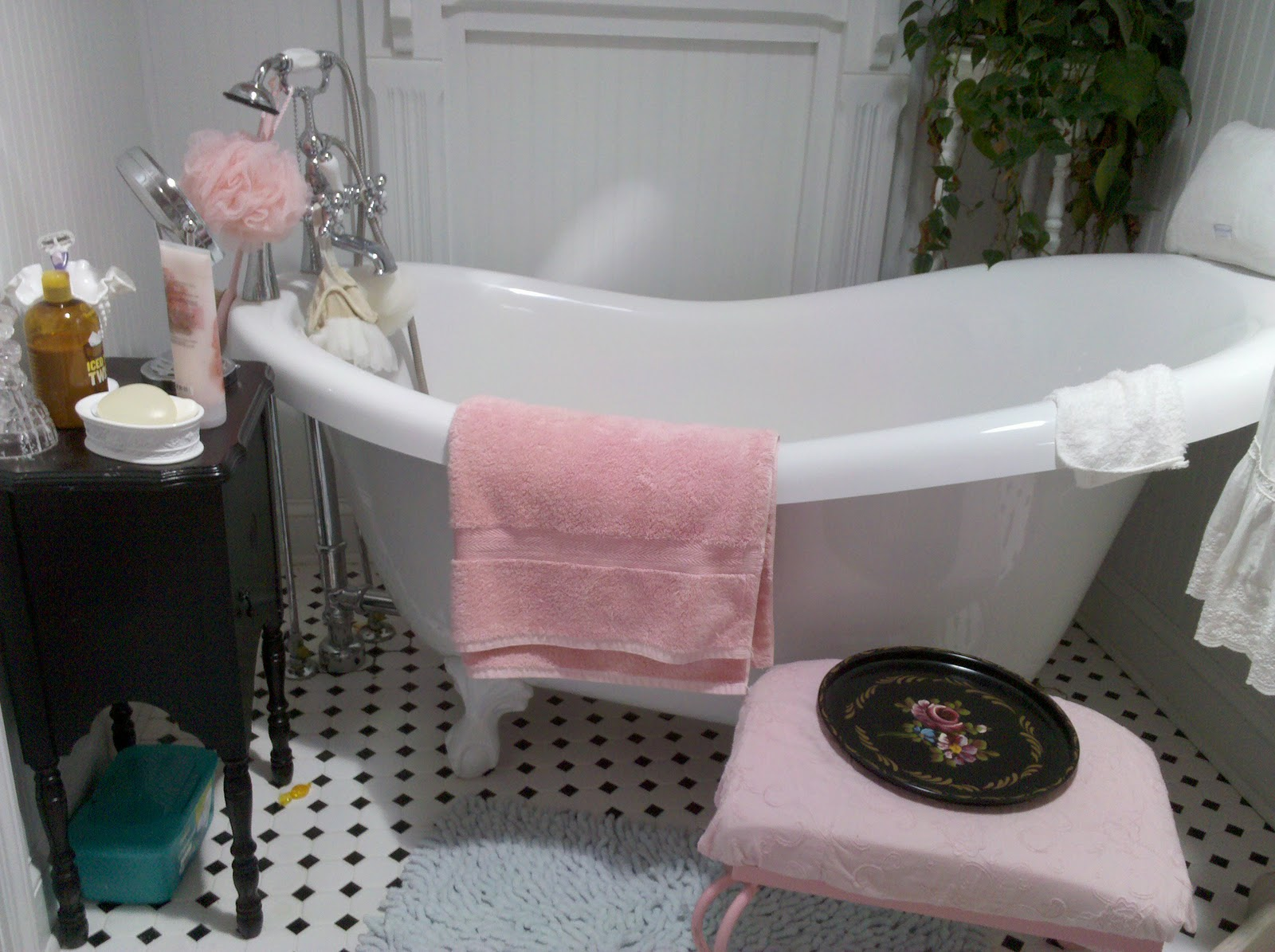 The Hopeless Romantic Shabby Chic Master Bathroom