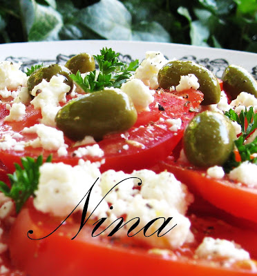 NINA'S RECIPES.....: TOMATO SALAD WITH GOAT CHEESE AND OLIVES