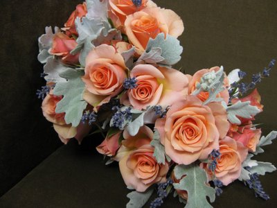 Using GRAY in your wedding flowers