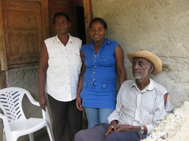 Ex profesor vive de la caridad en Arroyo Cano