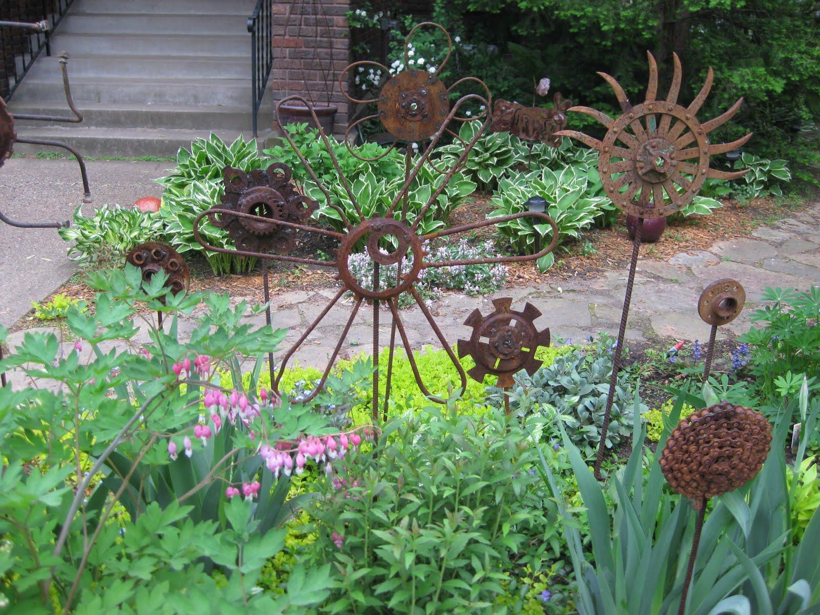 Next door laura carol 39 s garden for Welded garden art designs