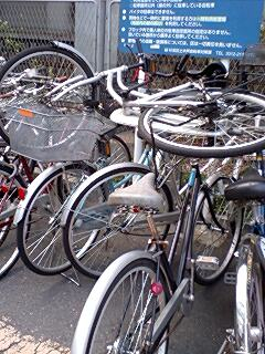 Bicycle parking in Japan, I prefer the old way.