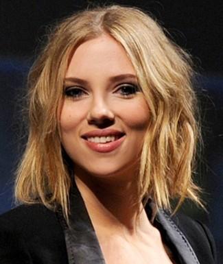 scarlett johansson haircut 2011. Scarlett Johansson short