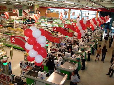 6 x circo decoracion en 4 supermercados palmiras