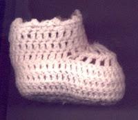 Escarpines Color Oro Tejidos a Crochet