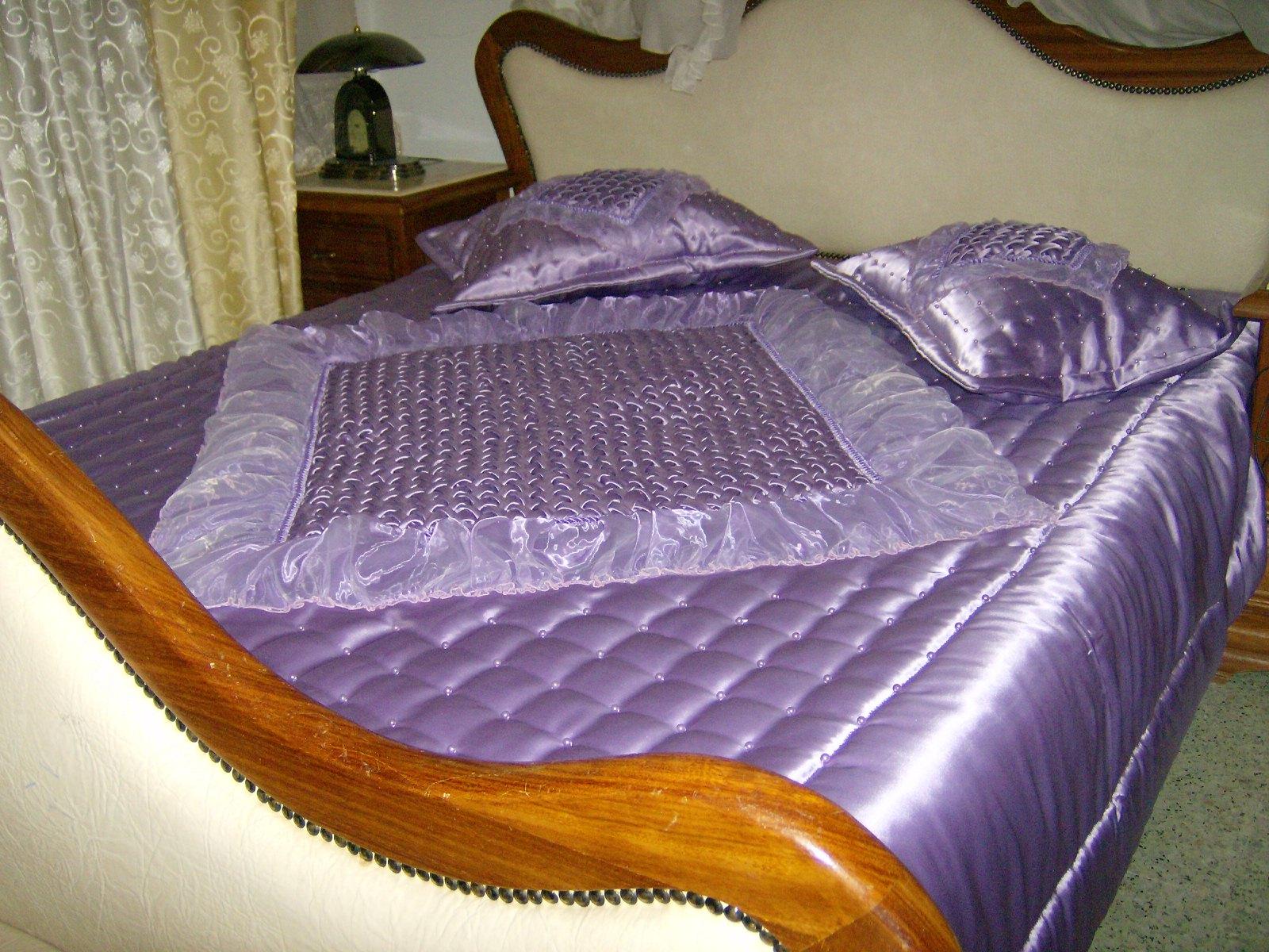 couvre lit violet violet1 jouda lagha cr ation de draps couettes coussins. Black Bedroom Furniture Sets. Home Design Ideas