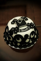 Black and White - Hantaran