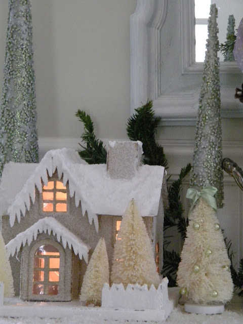 Maison decor glittery house and snowman for Decoration maison white