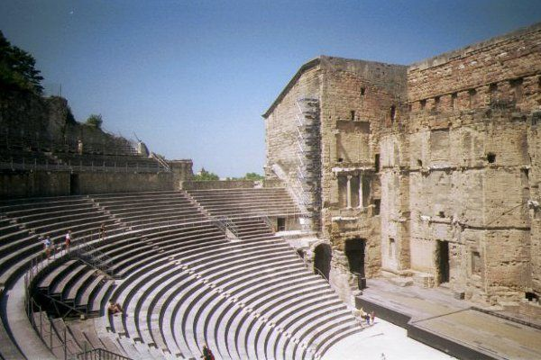 FOLKWAYS NOTEBOOK: A ROMAN AMPHITHEATRE IN BEREA KENTUCKY