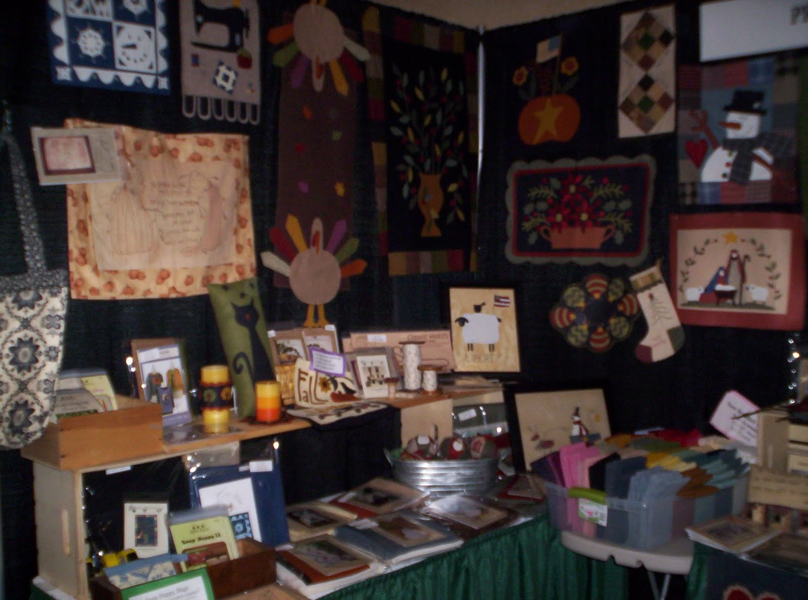 primitive stitches: photos of my booth in columbia quilt show