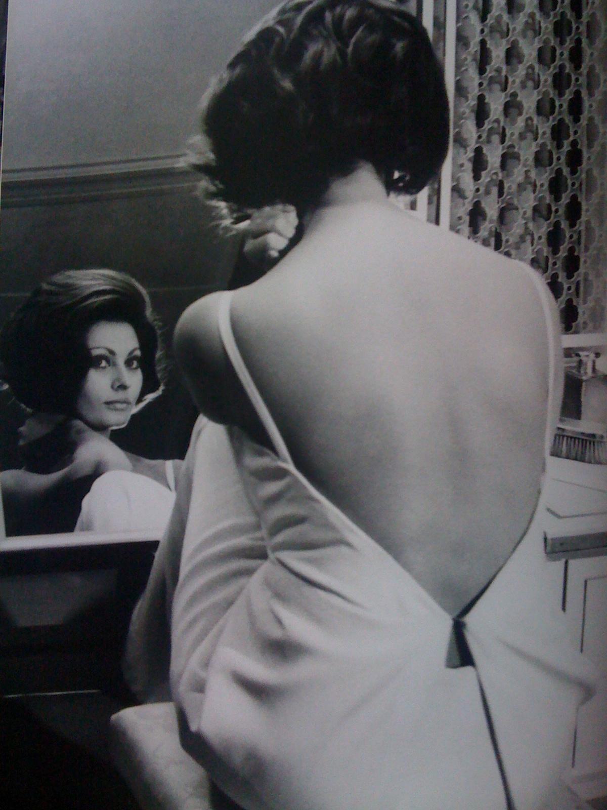 http://3.bp.blogspot.com/_CVuZ8jhSQho/TLiB-eaQLBI/AAAAAAAAAcA/uNB97WlmJEw/s1600/Iphone+Dior+023.jpg