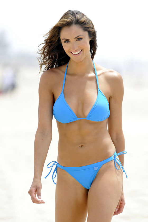 Madesu Blog Katie Cleary In A Sexy Hot Blue Bikini On The Beach In Santa Monica Ca