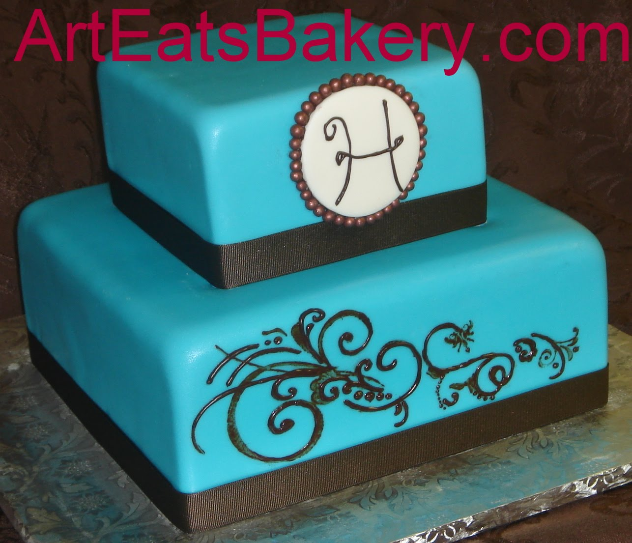 2 Layer Cake Designs http://arteatsbakery.blogspot.com/2010_07_01_archive.html
