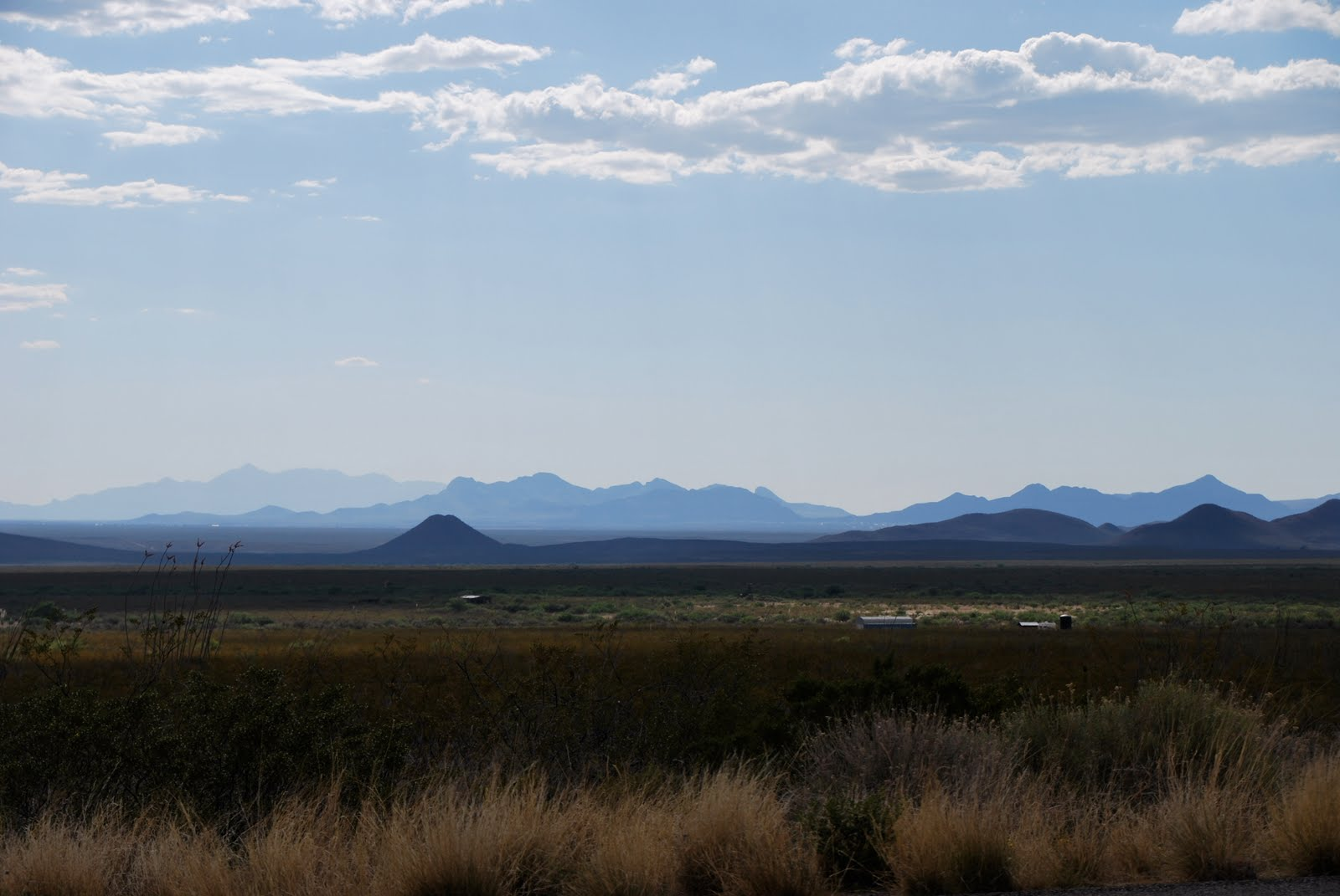 http://3.bp.blogspot.com/_CZ6DtE8Ne9g/TCshbOE12YI/AAAAAAAABWQ/N-uO19xOfEc/s1600/Arizona+desert+%C2%A9+Tom+McLaughlin.JPG
