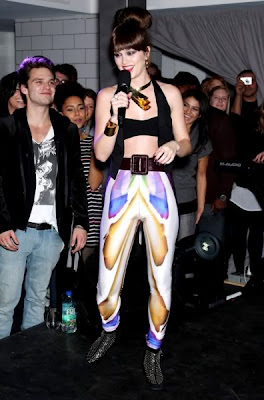 Leighton Meester Hot in Fugly Pants, Leighton Meester Hot in Fugly Pants pics, Leighton Meester Hot in Fugly Pants dance pics, Leighton Meester Hot in Fugly Pants sing song, Leighton Meester, Leighton Meester Hot