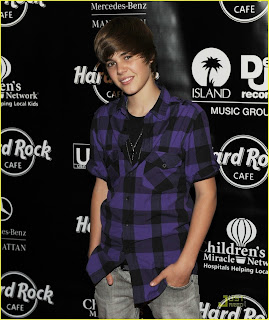 justin-bieber-at-hard-rock-cafe-justin-b