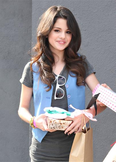 selena gomez dresses images. all selena gomez dresses.