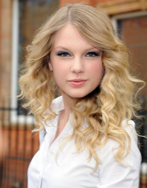 Taylor Swift Natural Hair, Long Hairstyle 2011, Hairstyle 2011, New Long Hairstyle 2011, Celebrity Long Hairstyles 2089