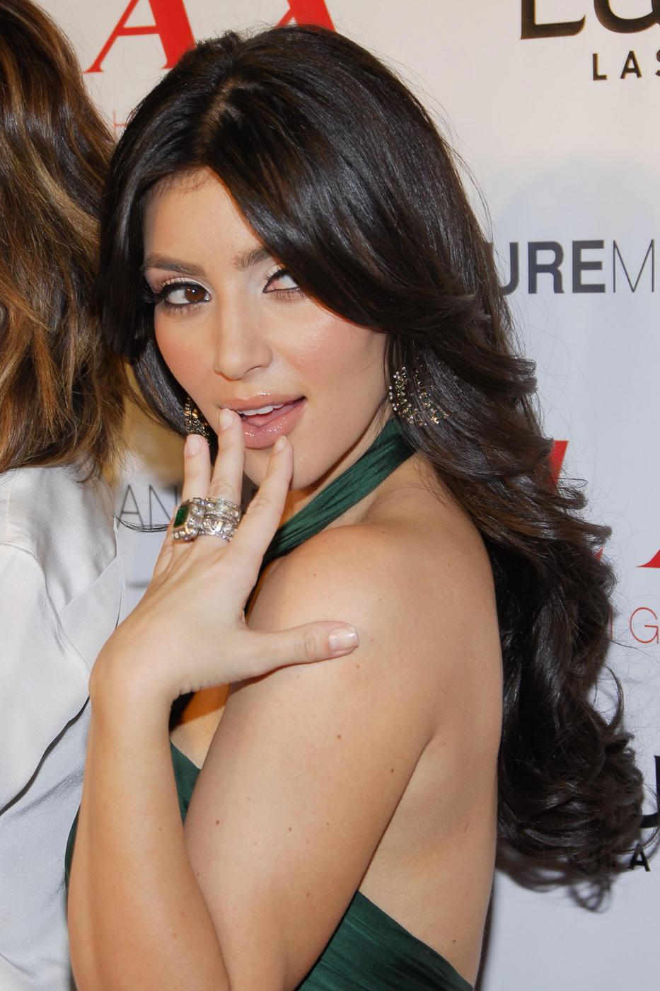 http://3.bp.blogspot.com/_Ca21XCsvg58/TP_bTglP84I/AAAAAAAACl8/dyWHYnRcBiQ/s1600/25902pcn_kardashians01.jpg