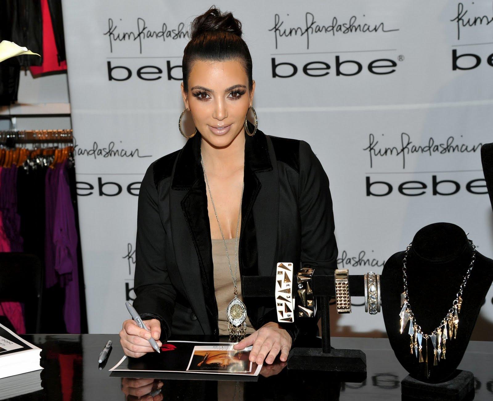 http://3.bp.blogspot.com/_Ca21XCsvg58/TP_eRY4UH5I/AAAAAAAACnU/ZDfvppCszT8/s1600/kim-kardashian-01.jpg
