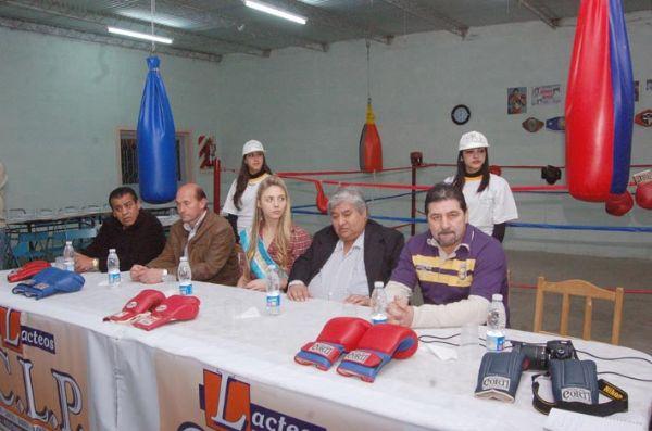 Federaci n cordobesa de box merani y amigos presentaron for Gimnasio del centro