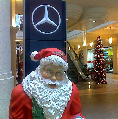 Mercedes Commercial Santa And Puppy
