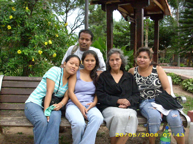 Fam lia guillermina rivero roca los loritos de lily for Familia roca