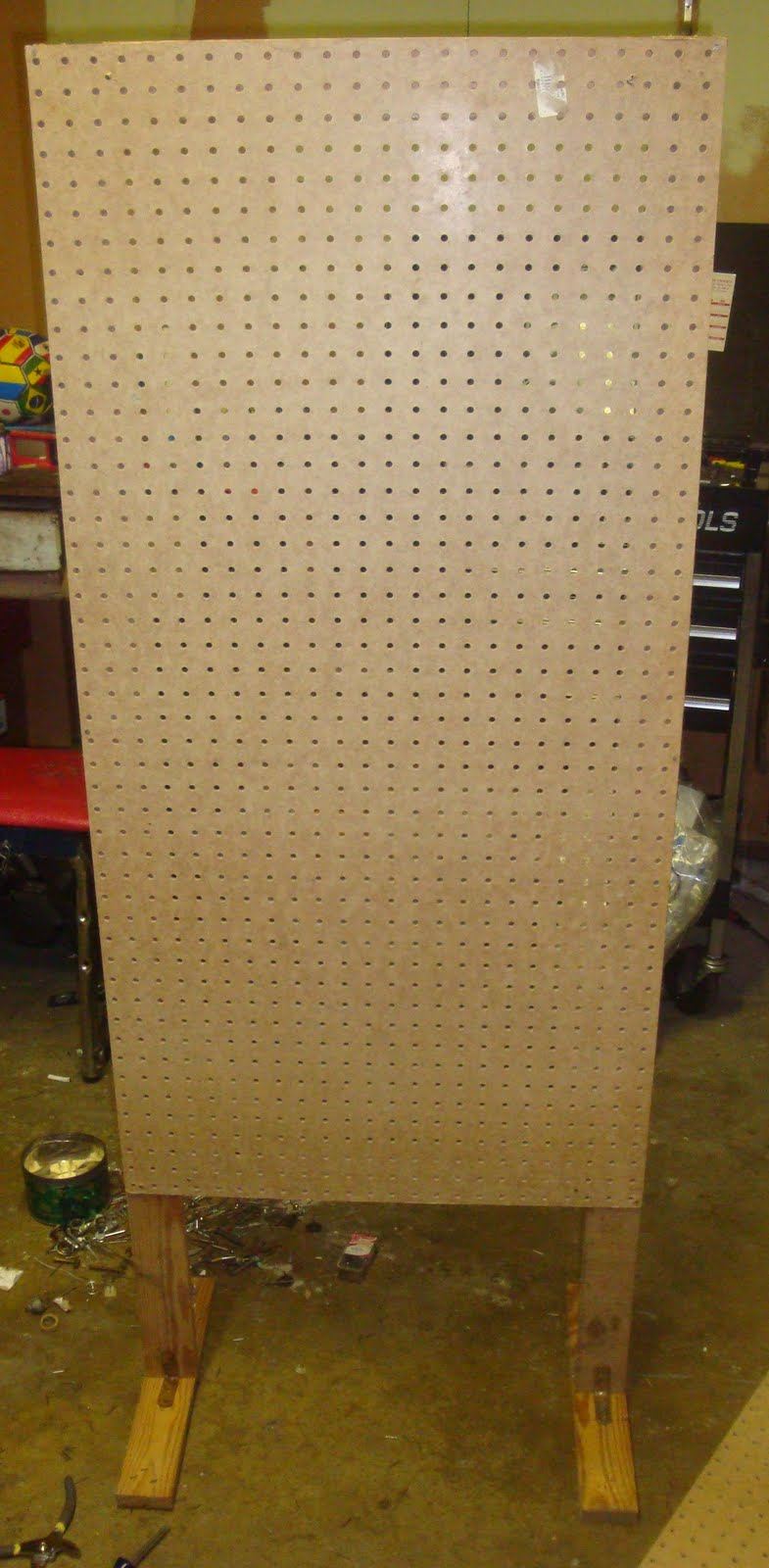 how to build free standing pegboard display diy
