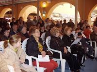 Numeroso público abarrotaba el mercado para asistir a las clases
