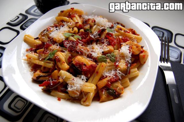 Casarecce con berenjena y tomates secos