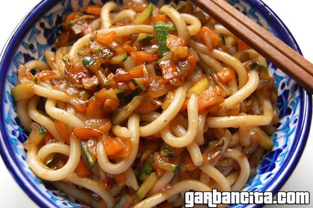 Udon fresco con salteado de verduras