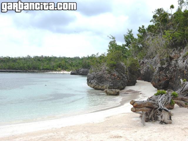Caletica de Playa Esmeralda