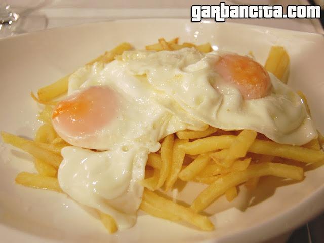 Con 1 par... huevos rotos con patatas