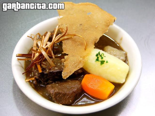 Nuestra pequeña marmita de somomillo de Navarra con chalotas y patatas - Bar Restaurante Hotel Don Carlos