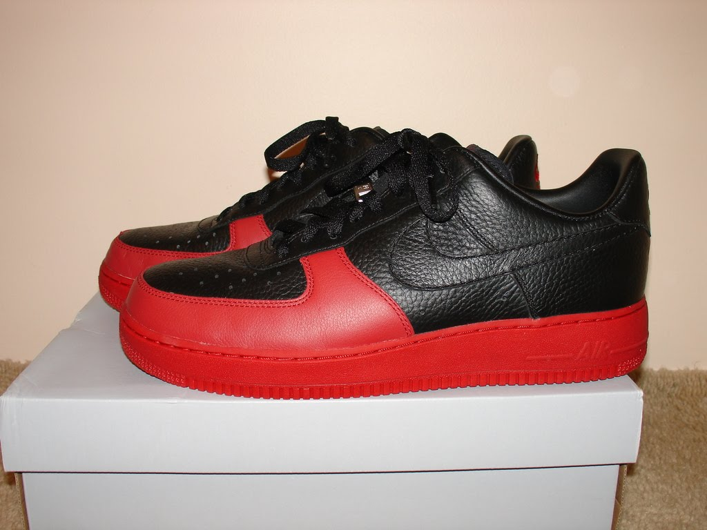 ... Nike Air Force 1 ...