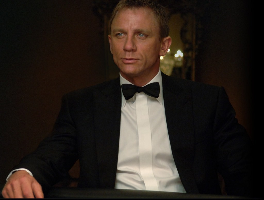 http://3.bp.blogspot.com/_CiYQ7QxeyWs/TGci8l0j2_I/AAAAAAAABhk/7rsLRC9Oob0/s1600/James_Bond_007_-_Casino_Royale,_2006,_Daniel_Craig.jpg