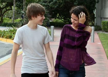 justin bieber and selena gomez 2011 beach. +selena+gomez+2011+each