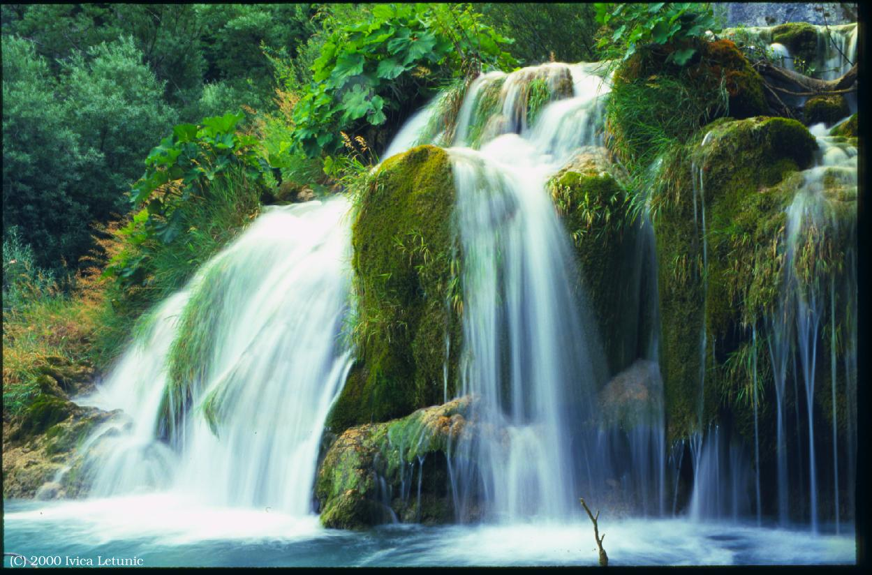 http://3.bp.blogspot.com/_ClWzHCgZvns/TNGHNE50SZI/AAAAAAAACpU/8ZrVPphEP84/s1600/Croacia_Plitvice_cascada.jpg
